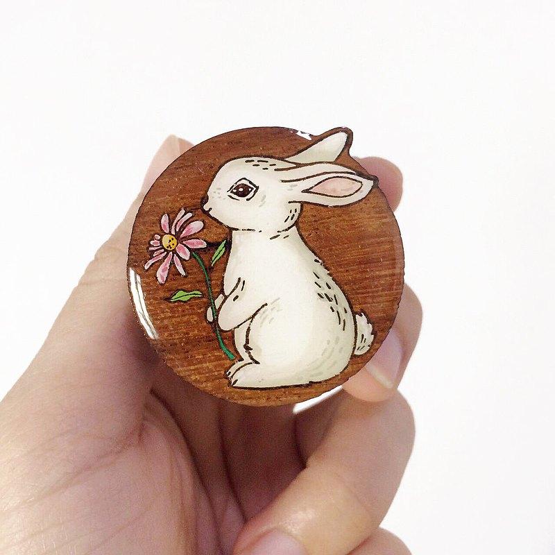 木製電話手柄和立式兔子