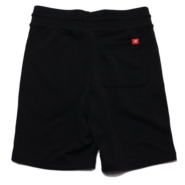NEW BALANCE 運動短褲 棉褲 全黑 藍色LOGO 男 (布魯克林) AMS03501BK