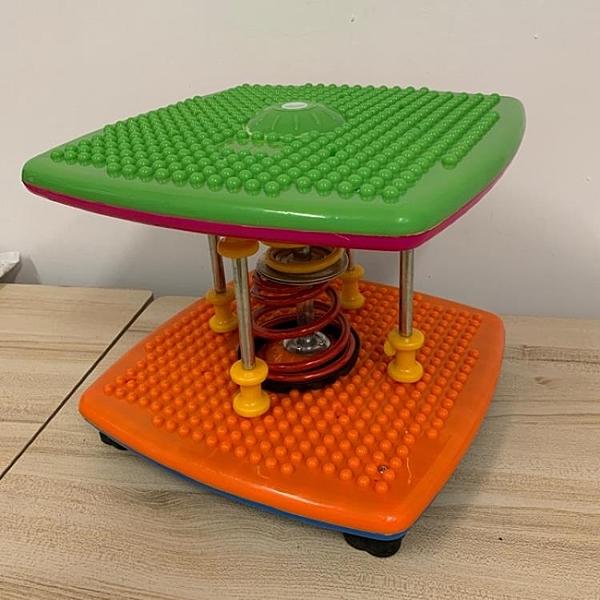 『顏色隨機』家用雙彈簧塑身扭腰機跳舞機運動器材(32*35*26公分/777-2126)