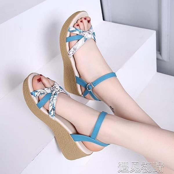 楔型鞋楔型涼鞋女真皮防滑夏季新款百搭中老年厚底高跟軟底媽媽女鞋紓困振興