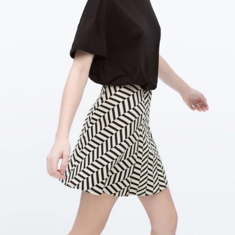 Zara 超顯瘦白色雕花 圓裙短裙 黑白線條