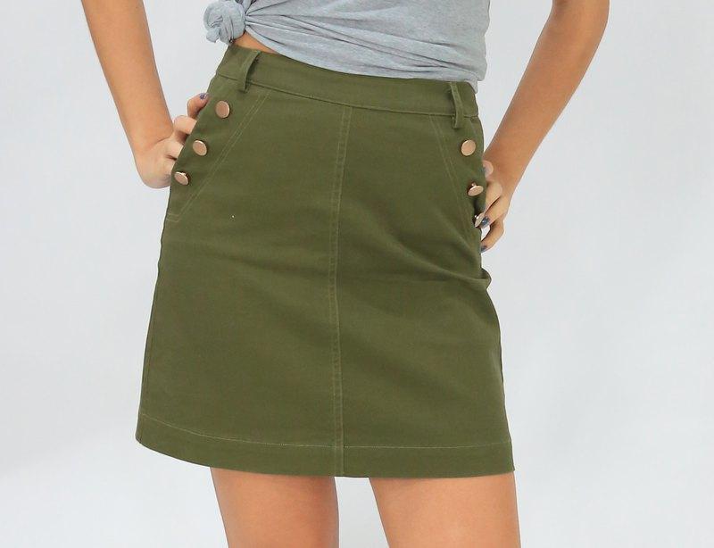 【快速出貨】質感金屬釦後拉鍊短裙 軍綠色