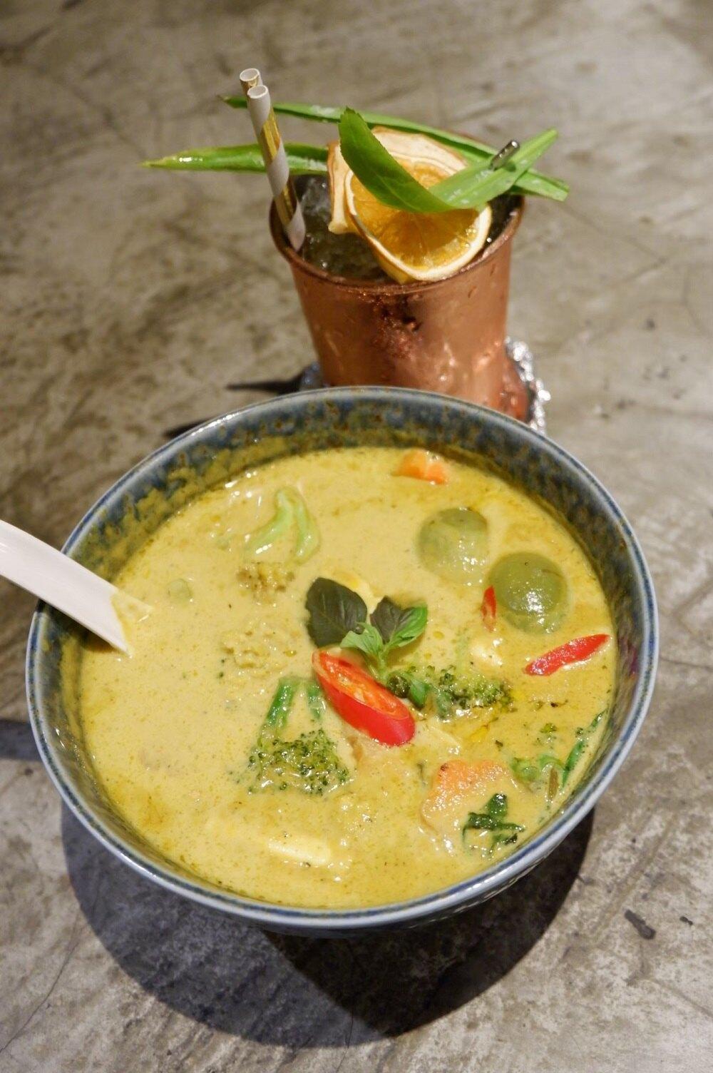 綠咖哩鮮蔬豆腐 400 g  10 g 南洋蔬食料理 素食泰國料理 即食包 冷凍食品 上班族