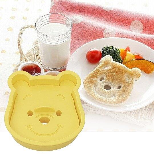 小禮堂 迪士尼 小熊維尼 日製 大臉造型吐司壓模 餅乾模具 三明治壓模 (黃) 4973307-09181