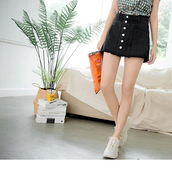 《BA5610》棉質純色排釦抽鬚牛仔短褲褲裙 OrangeBear