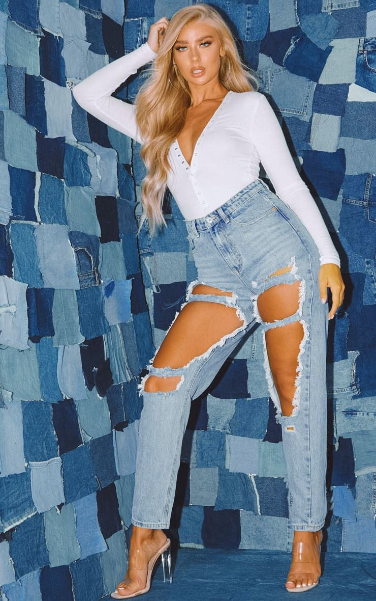 PRETTYLITTLETHING Light Wash Open Thigh Mom Jean