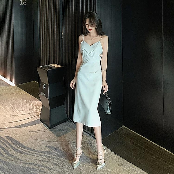 禮服 V領性感吊帶裙女夏新款修身顯瘦中長款白色晚禮服氣質吊帶洋裝 果果生活館