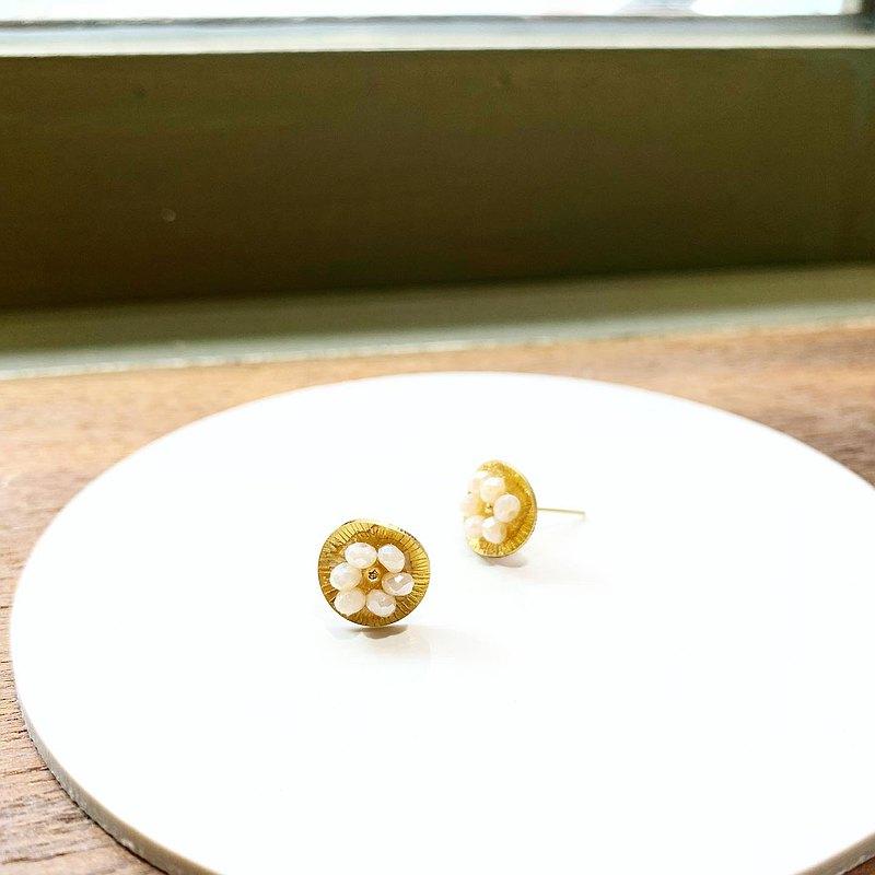 夏日限量款_小花朵珍珠白色水晶貼式銅耳環_可免費修改夾式耳環
