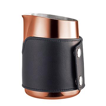 金時代書香咖啡 Tiamo 1431A 無柄斜口拉花杯 450cc 玫瑰金 - 尖口 (附皮套) HC7112BZ