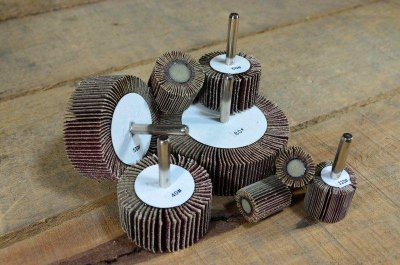 『研磨職人』極速出貨 附柄砂布輪 外徑25 6mm柄 帶柄砂布輪 內孔 拋光 砂布輪 各尺寸皆有現貨