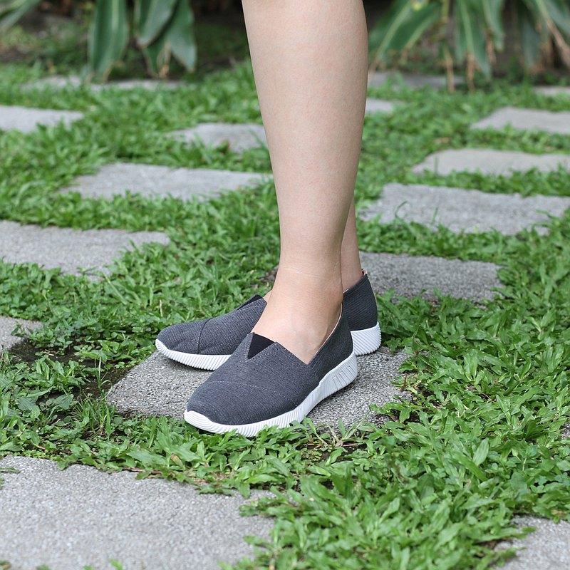 NETTA厚底舒適休閒鞋【黑色】