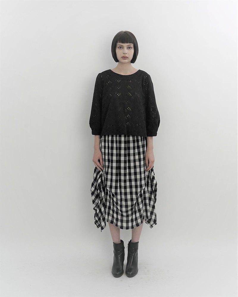 蕾絲澎袖。黑色棉質上衣。春夏 | Ysanne