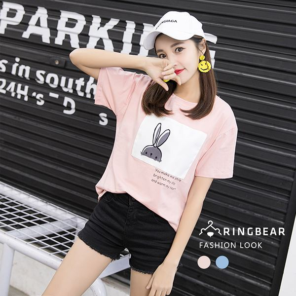 圓領T--休閒可愛卡通兔子印圖貼布寬鬆純棉圓領短袖T恤(粉.藍L-3L)-T320眼圈熊中大尺碼