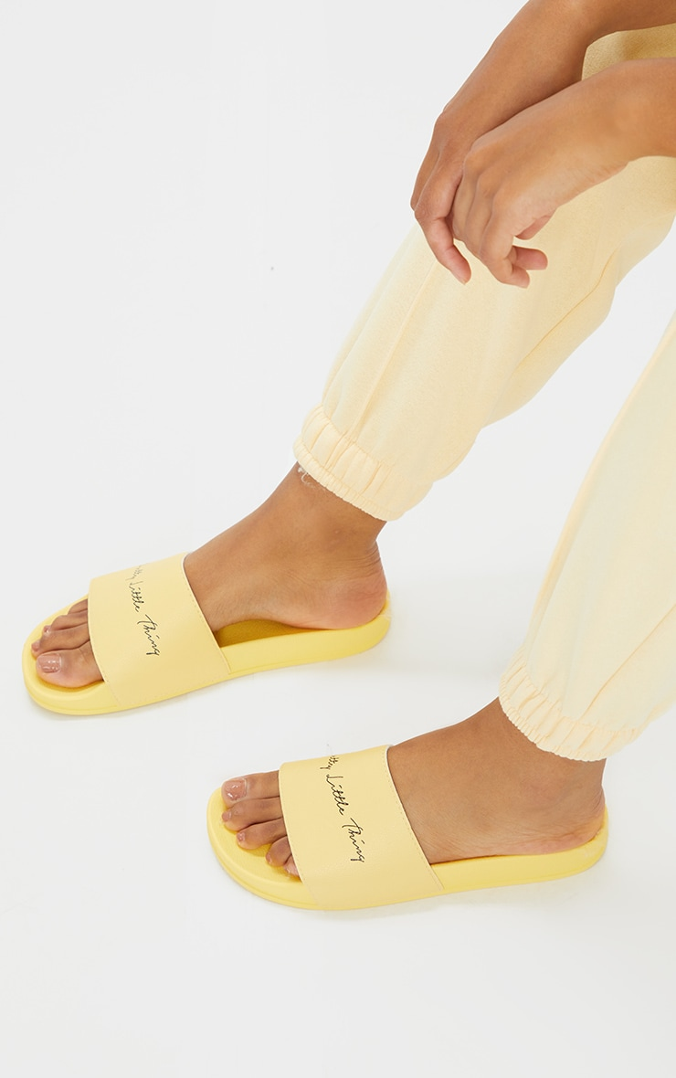 PRETTYLITTLETHING Pale Yellow Slogan Sliders