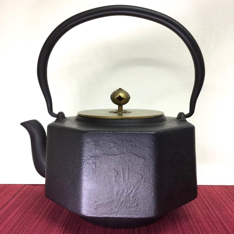八角銅蓋鑄鐵壺(1200cc)