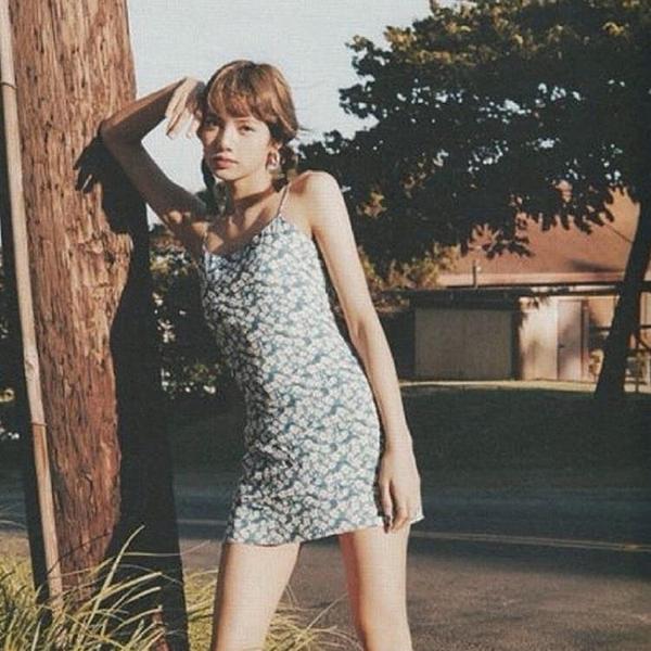 性感洋裝 同款碎花吊帶洋裝女小個子法式夏性感藍色顯瘦氣質短款裙子 牛年新年全館免運
