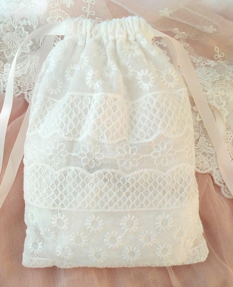 白色純棉蕾絲繡花收納包手拿包束口袋