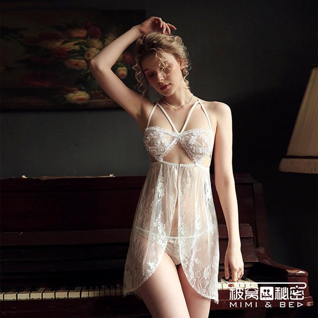 被窩的秘密 花邊蕾絲甜美開叉睡裙。白色