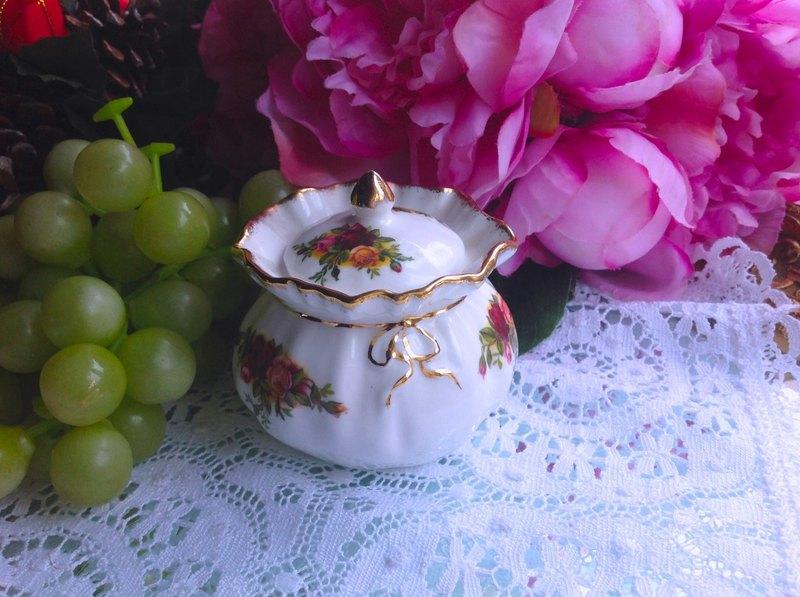 英國骨瓷皇家阿爾巴特Royal Albert 老鎮玫瑰珠寶盒儲物盒糖碗