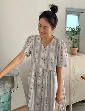 韓國空運 - Flower embroidery puffron dress 長洋裝