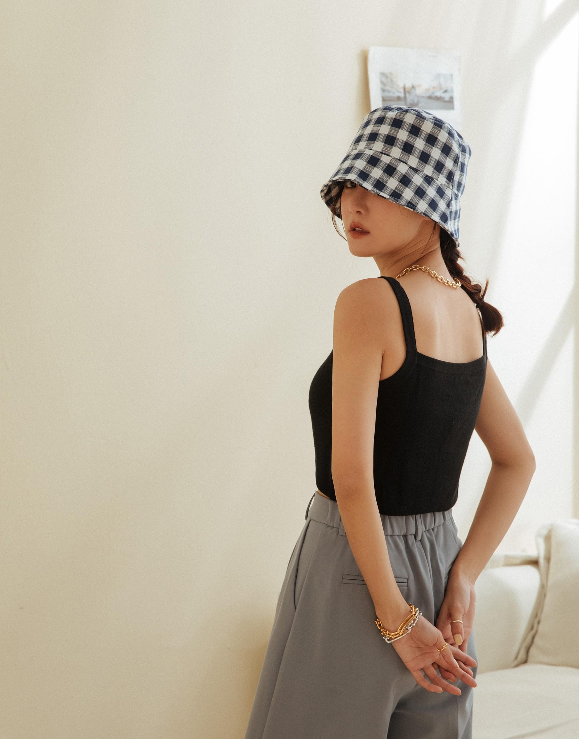 PAZZO+方領造型短版針織上衣