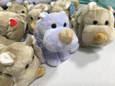 倉庫出清特價 吊牌髒污便宜出 愛心犀牛寶寶 犀牛造型娃娃 銀灰色與天青藍二色 2色