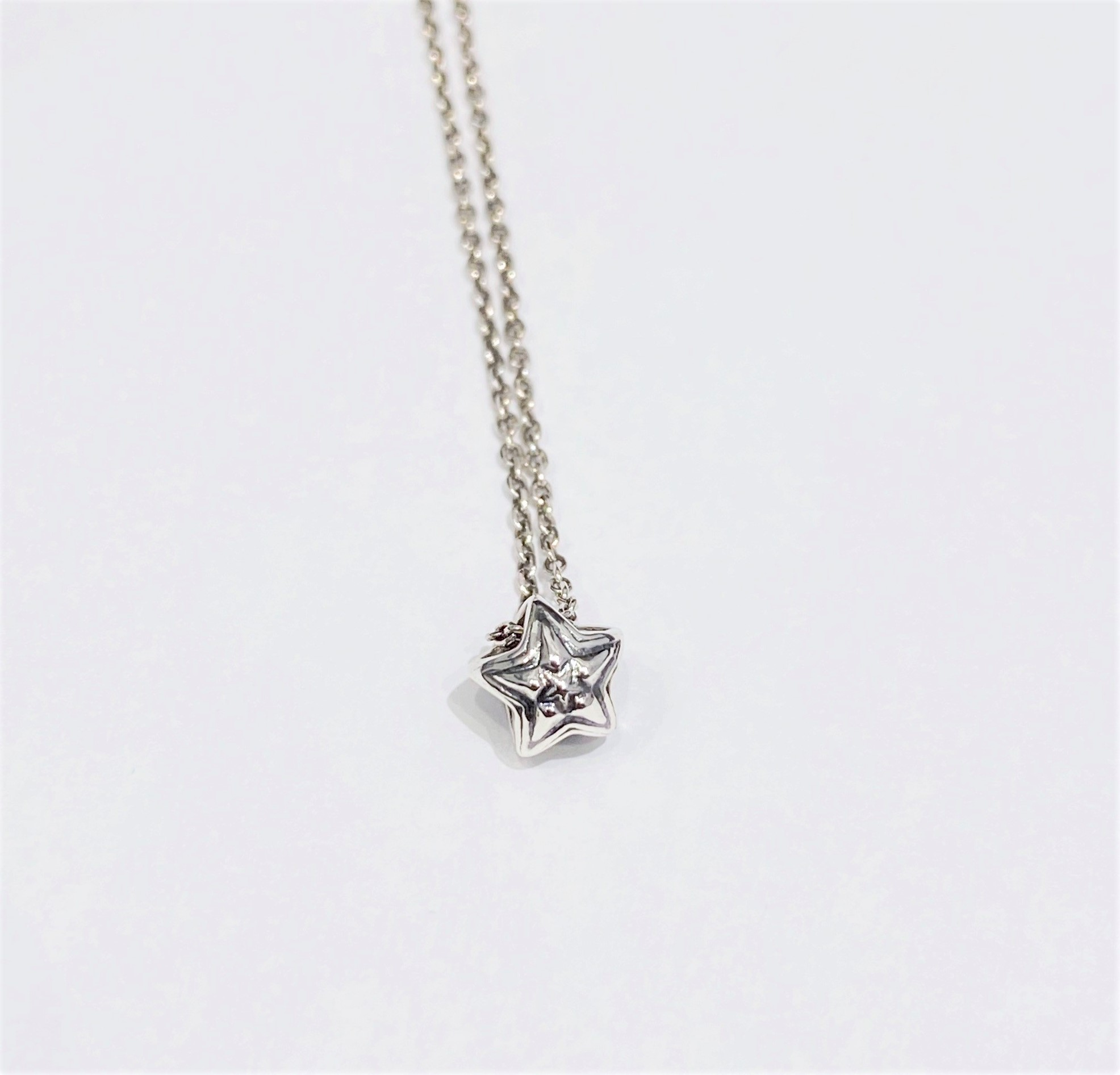 EXTRA TINY DOUBLE FACE STAR IN STAR STUD PENDANT (含細銀珠鏈16 Inch)     [USD $330]