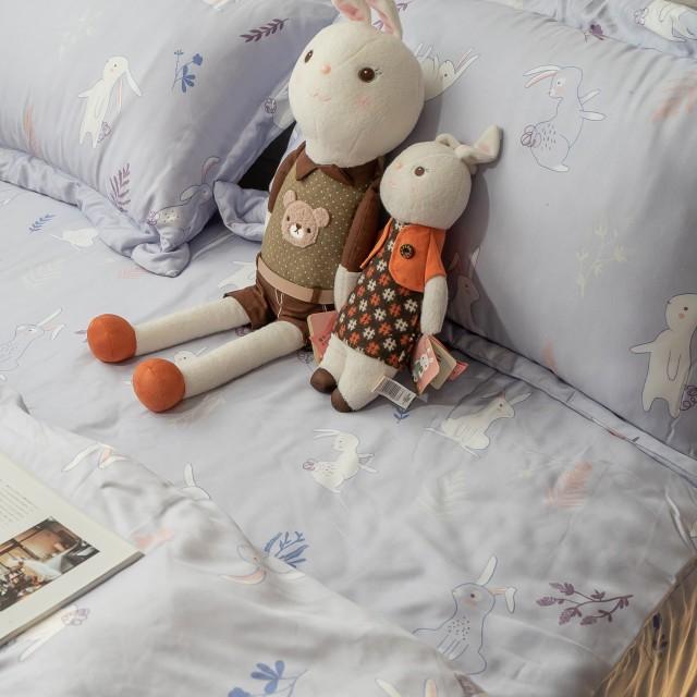 100%天絲 鋪棉床包兩用被組合 丁香兔【棉床本舖】