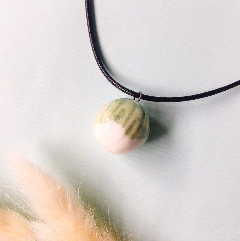 手作白瓷  香水精油項鍊 綠釉雕刻圓珠 擴香
