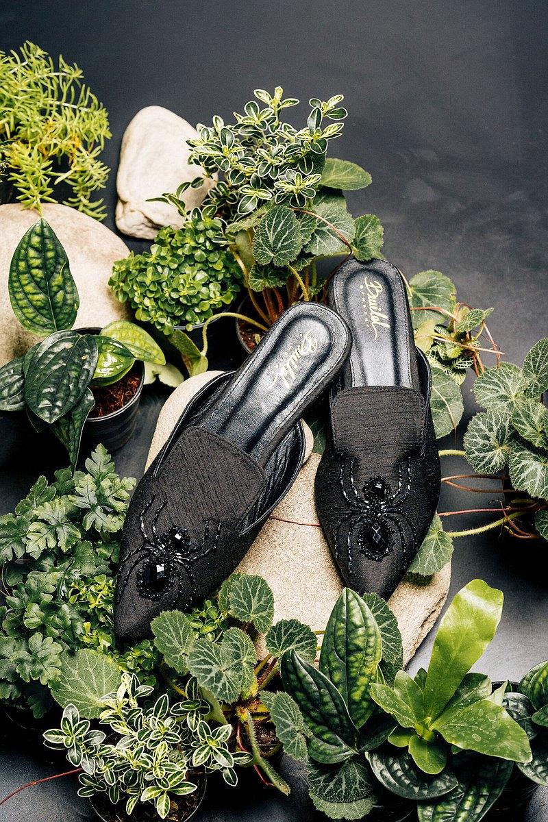 黑色蜘蛛 - 刺繡穆勒鞋 - 露趾蜘蛛刺繡休閒鞋