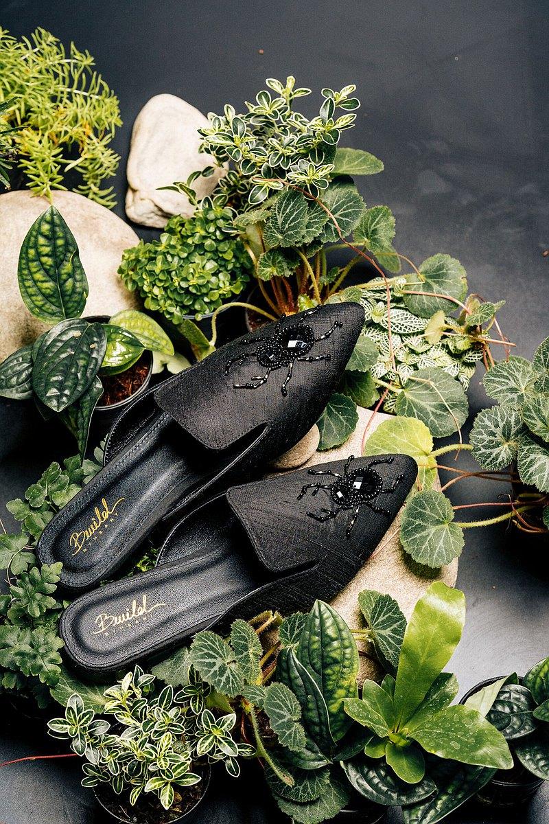黑色Bug刺繡穆勒鞋-黑色Bug刺繡穆勒鞋。