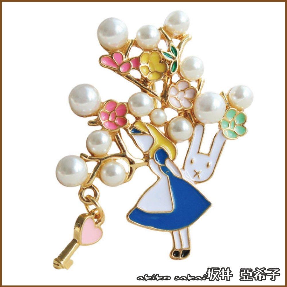 『坂井.亞希子』經典夢幻愛麗絲女孩兔子珍珠花朵造型胸針 -單一色系