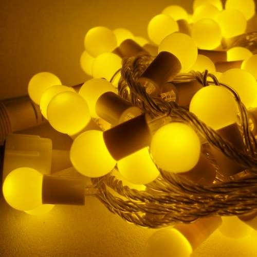 摩達客-聖誕燈100燈LED圓球珍珠燈串(插電式/暖白光透明線/ 附控制器跳機)(高亮度又省電)