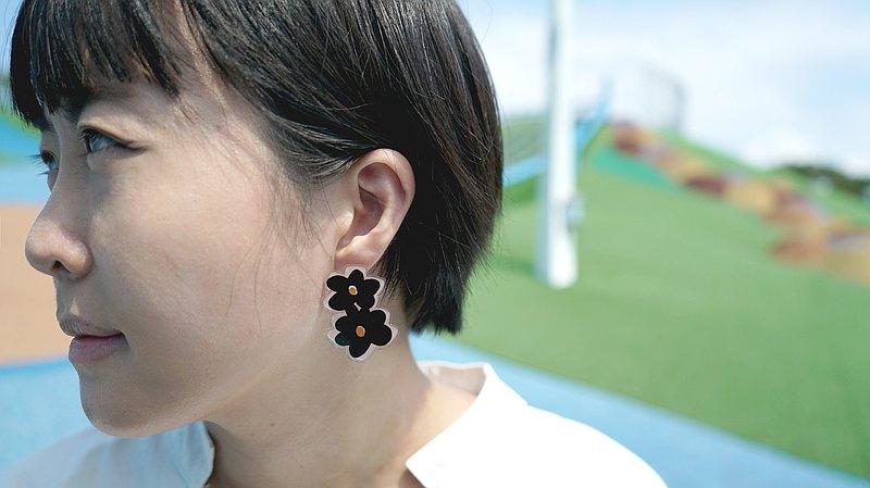黑色花花貼式耳環 耳針 耳夾