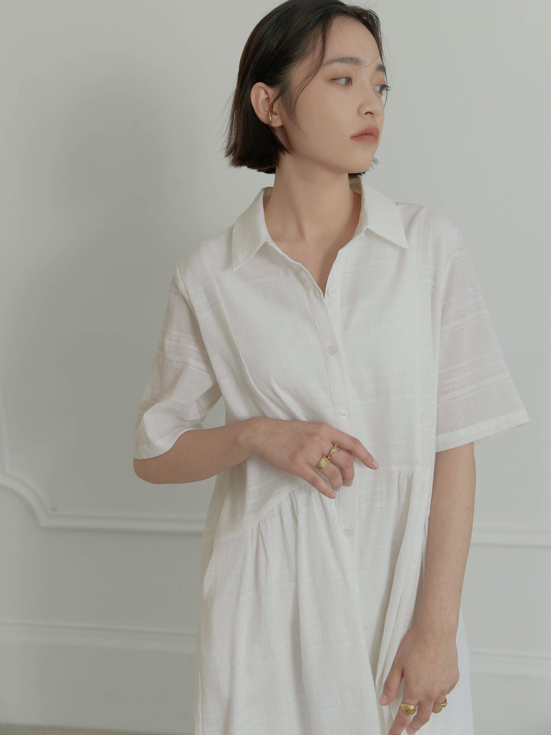 皺褶質感開襟洋裝-mouggan