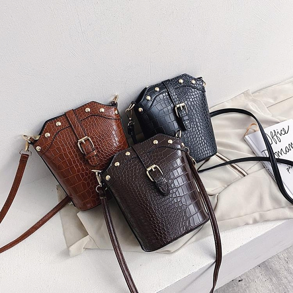 特賣 上新小包包女包新款韓版網紅小黑包鱷魚紋手提百搭斜挎水桶包