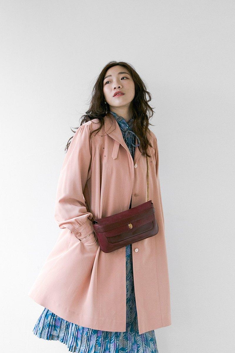 蜜桃色肩膀造型傘狀超薄單層風衣外套