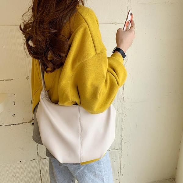 韓國春夏新款復古極簡褶皺餃子包INS女包潮百搭單肩包斜跨牛角包 童趣潮品