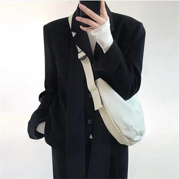 日韓帆布斜背包餃子包胸包男女簡約文藝側背包潮【千尋之旅】