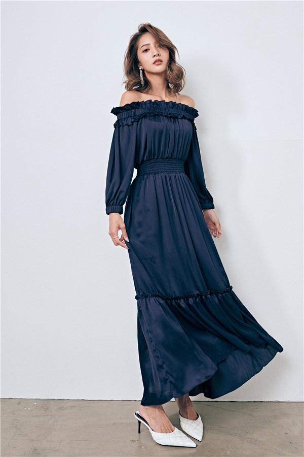午夜藍光澤一字領洋裝