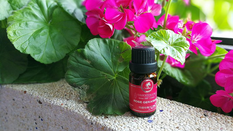 特級玫瑰天竺葵純精油10ml 100%天然 生理期必備 最寵女性的精油