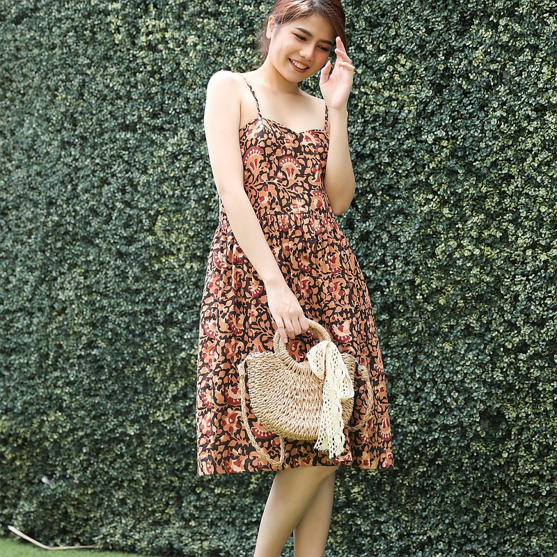 單線棉質連衣裙適合夏季出海-桃和棕色。