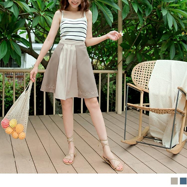 《CA2043-》配色後鬆緊壓摺刺繡A字短裙 OB嚴選