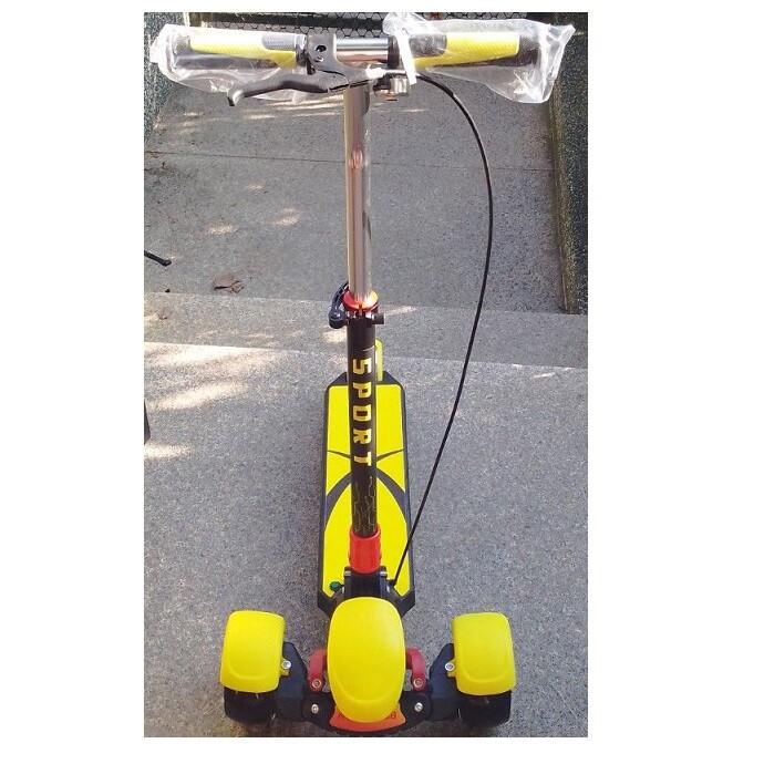 省您錢購物網 全新~3-18歲七彩閃光音樂三輪避震滑板車