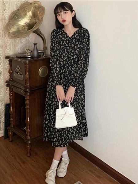 早秋季2020新款韓版復古V領寬鬆顯瘦裙子碎花長袖法式連身裙女潮