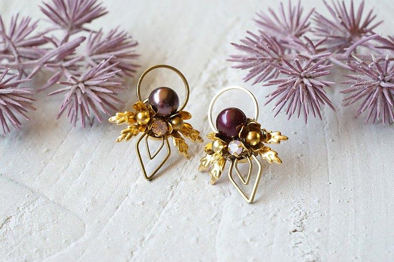紫菱花 - 幾何水晶花片耳環 (醫療級抗敏鋼針 / 耳夾)
