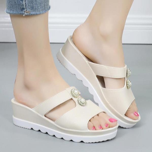 魚口鞋 中年涼拖鞋女外穿新款時尚魚嘴坡跟夏季媽媽鞋防滑中年婦女40-50 萬聖節狂歡