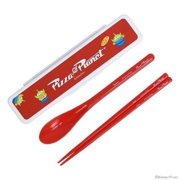 迪士尼 三眼怪 日製盒裝兩件式餐具組《白紅》匙筷.環保餐具.兒童餐具