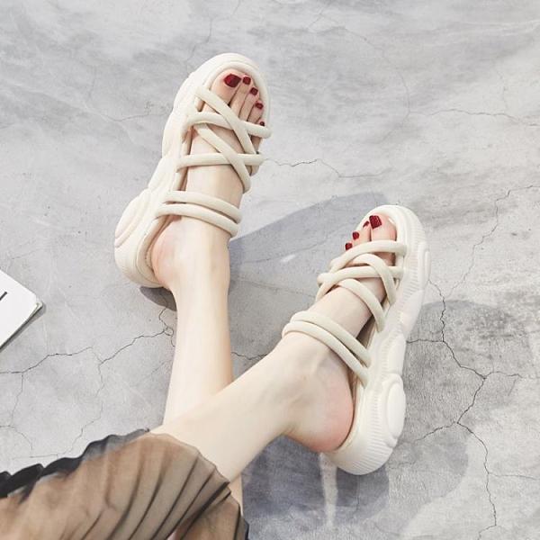 涼鞋女2020年夏季新款運動中跟坡跟松糕厚底羅馬孕婦平底大碼女鞋 怦然心動