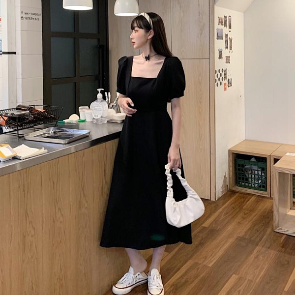 大尺碼女裝大碼收腰顯瘦黑色連衣裙2020夏季新款胖mm洋氣方領過膝長款小黑裙